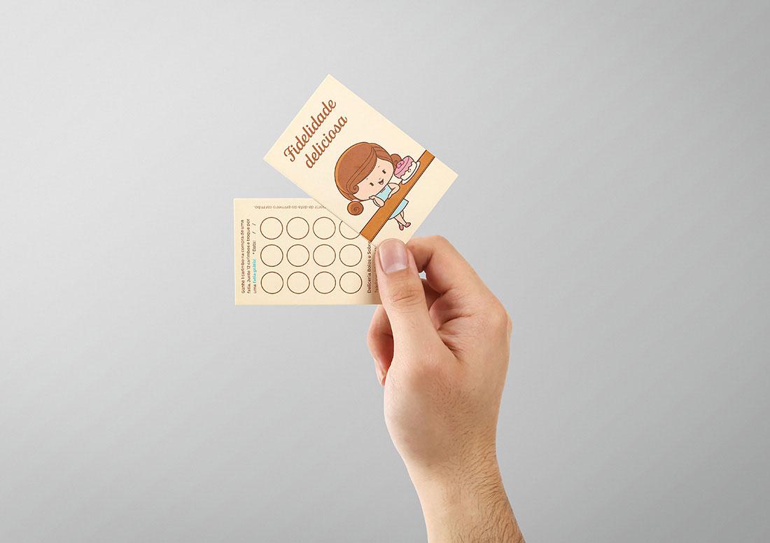 imagem de mão segurando cartão fidelidade