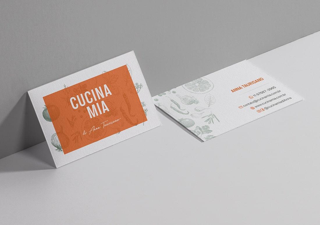 imagem de cartões de visita frente e verso sobre a mesa
