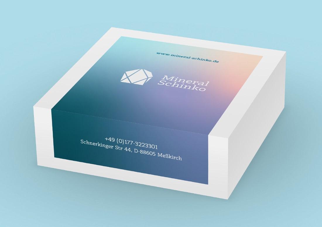 imagem de embalagem (caixa) personalizada com um adesivo