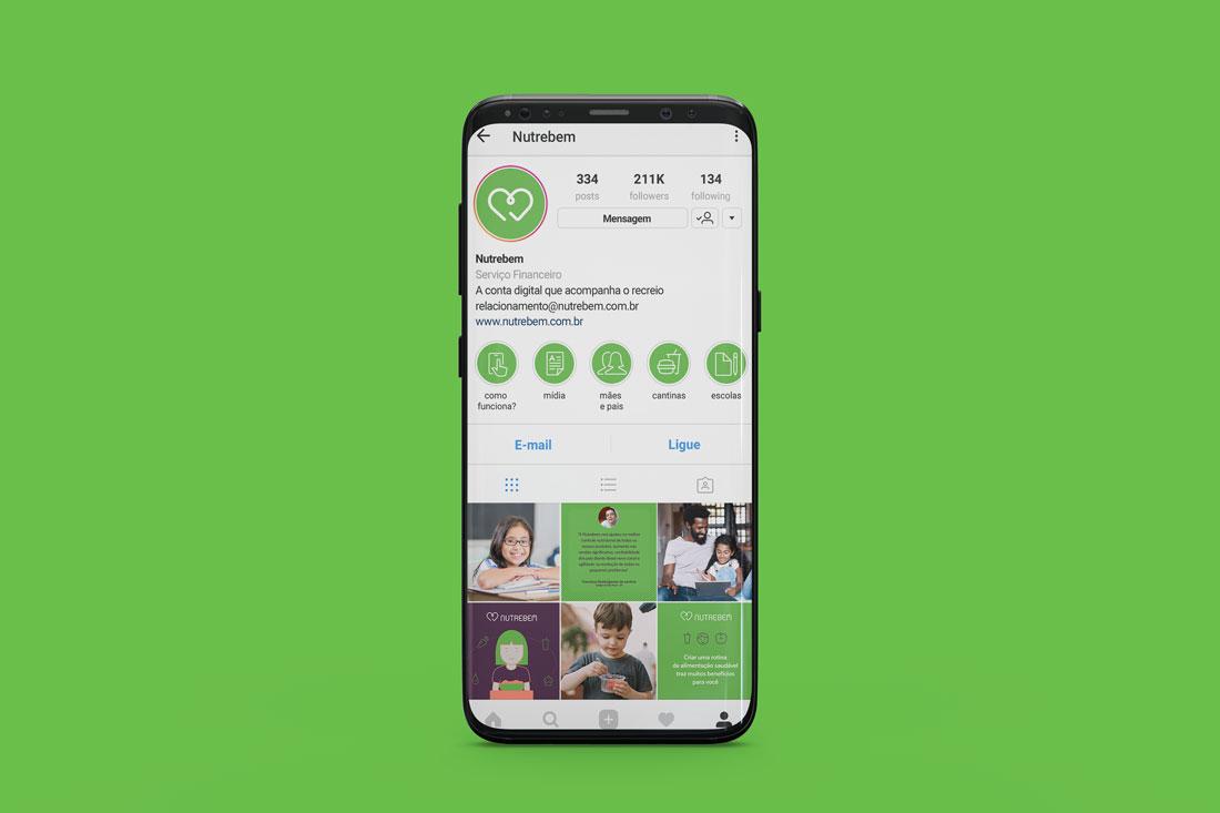 Imagem de celular com perfil da Nutrebem no Instagram