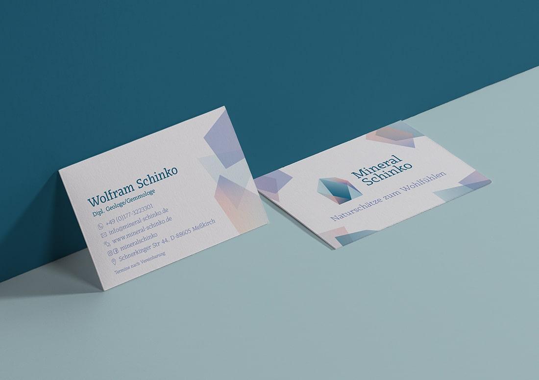 imagem de cartões de visita personalizados sobre a mesa